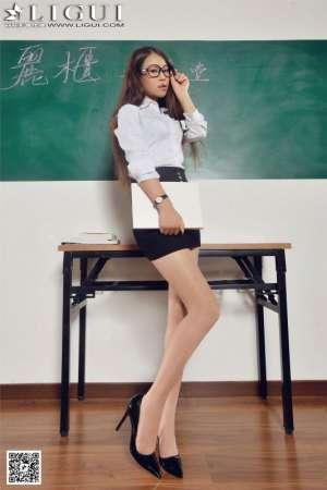 丽柜腿模Model语寒室内演绎美女教师写真