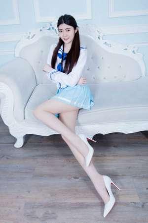 学生制服纯情妹子大胆肉丝长腿美丽诱惑写真
