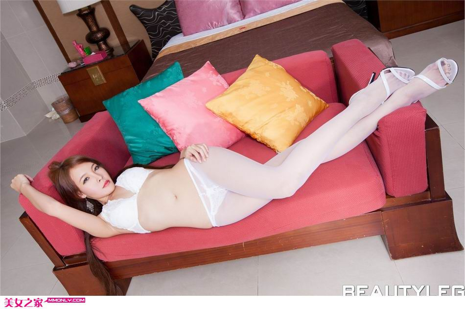 Aileen私房白色丝袜诱惑写真