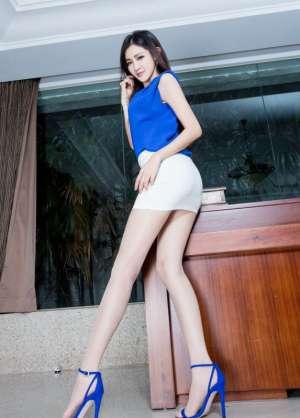 亚洲美眉腿模Avril肉色丝袜美腿私房图片