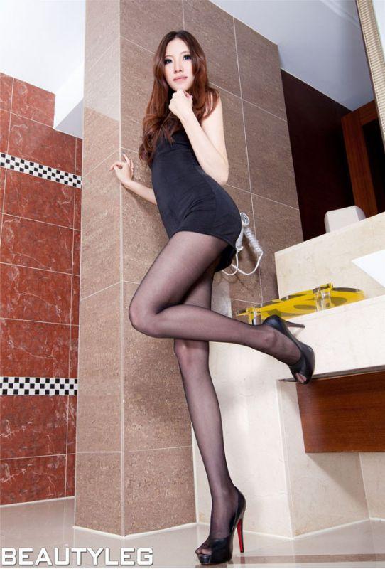 黑丝长腿美女Abby室内迷人写真-YY美图大全