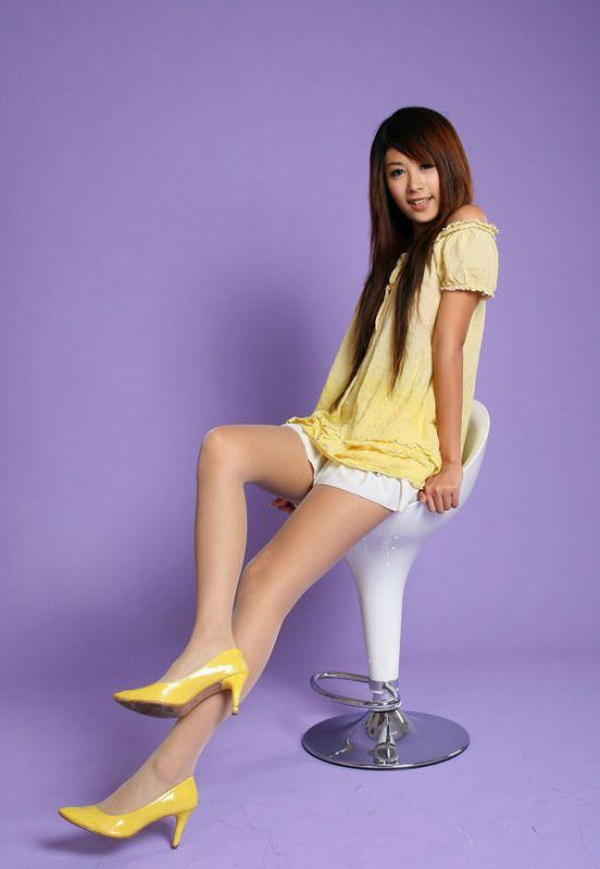 张檬黑丝袜_短裙丝袜美女秀长腿写真-YY美图大全