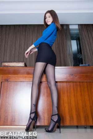 办公制服美女Sarah性感长腿迷人写真