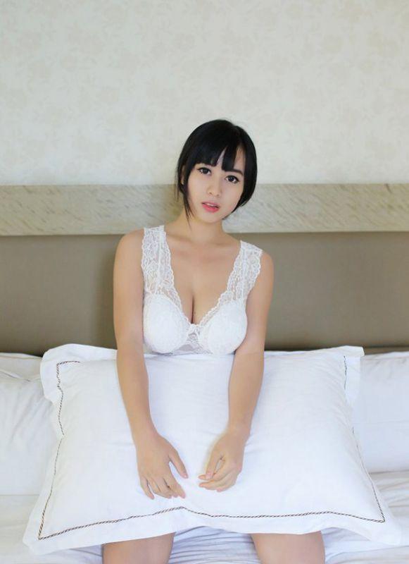 极品美少女演绎爆乳美臀黑色诱惑-YY美图大全
