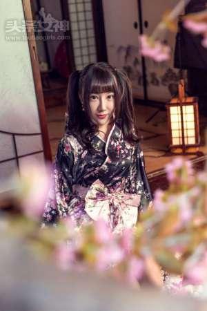 日本和服少女夏笑笑大胆撩裙漏点馒头鲍鱼诱惑私房照