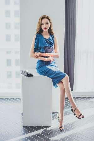美女秘书职业装气质蓝色连衣裙优雅养眼长腿高跟鞋写真