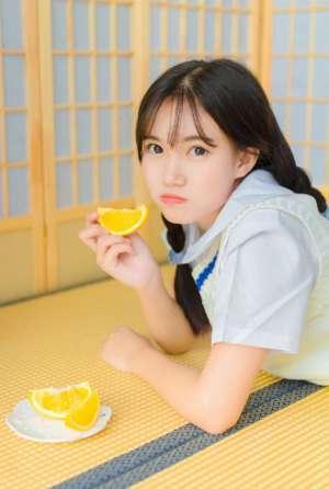 台湾国中妹子小辫子俏皮可爱居家制服短裙迷人性感照