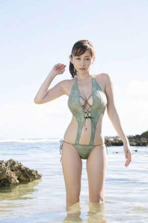 日本大胸美女杉原杏璃海边湿身诱人写真