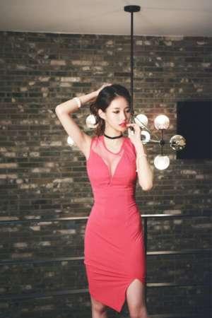 韩国美女模特红裙低胸美乳性感蛇腰勾魂诱惑写真