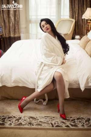 连体丝袜美女珊珊酒店大尺度诱惑写真