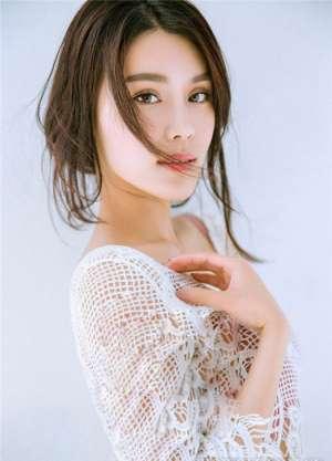 时尚女星韩丹彤低胸诱惑摄影图