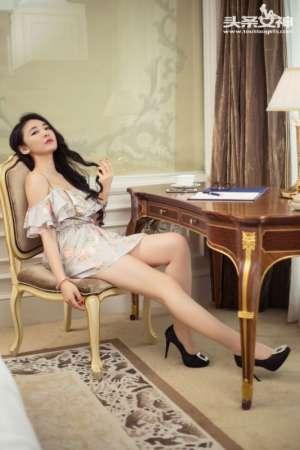 碎花裙美女珊珊私房高清摄影图片