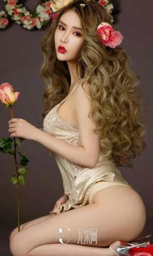 90后模特儿爱丽莎性感白纱诱惑私房照