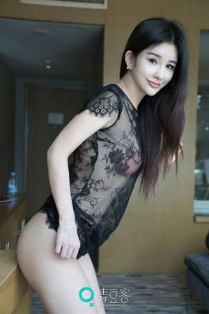 清秀美女张雨萌薄纱透视装写真翘臀诱人