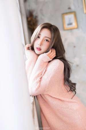 韩国美女金米娜低胸诱人写真
