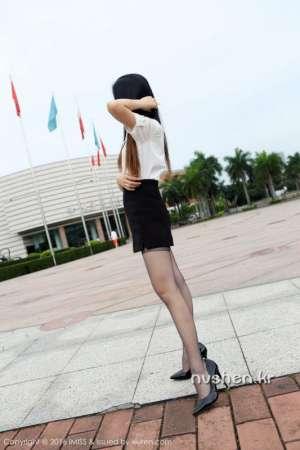 爱蜜社性感丝袜美眉Winki丝姬美腿外拍写真
