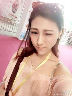 美女主持人孙怡IRIS自拍图片合辑