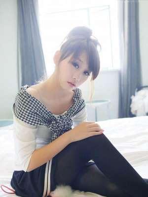 可爱学生装美女私房高清写真