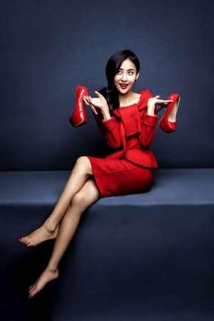 贾青妩媚红装高清写真照