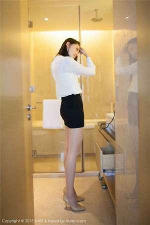 短裙美女刘奕宁Lynn私房性感大胸图片