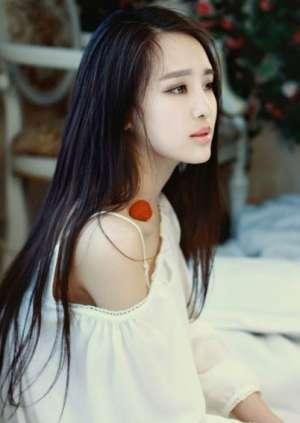 清纯白衣美女迷人微笑很倾城
