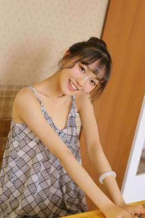 裸妆美少女纯真甜美笑容性感迷人照片