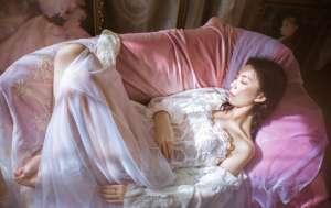 极品透视装美女御姐大胆裸背人体艺术摄影写真图片