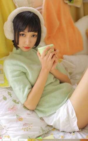 床上清纯美女娇羞美腿翘臀火辣性感私房尤物写真