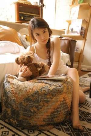 麻花辫少女闺房内衣骨感身材绝色尤物写真
