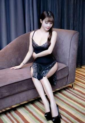 大波浴室美女丰裸肥臀撩裙摸腿妩媚诱惑写真