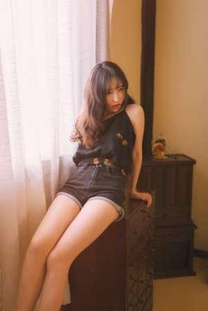 冷艳御姐香艳私房长腿诱人美女写真图片