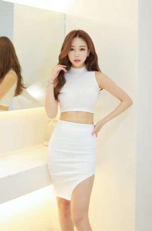 亚洲美女白色连衣裙蜂腰美腿大胆尤物写真