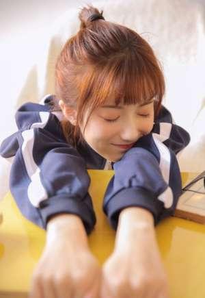日本混血美女私房运动服清纯养眼黑丝美腿写真