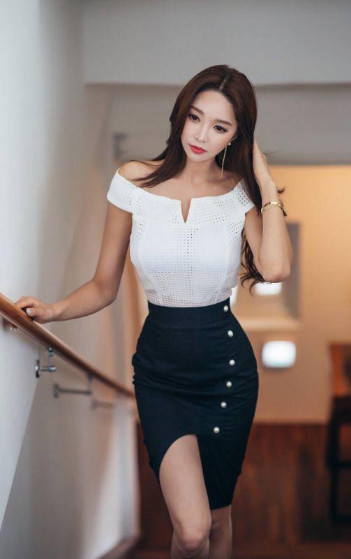 韩国美女制服诱惑长腿包臀性感写真