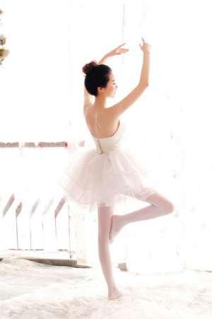 气质美女唯美白纱迷人写照
