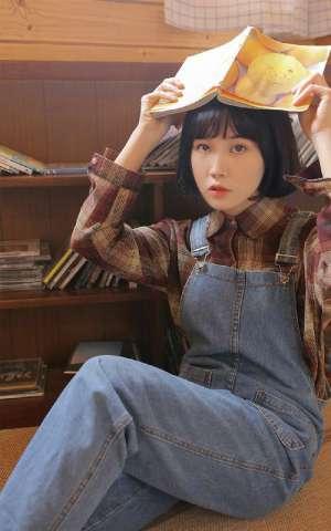 文学少女学生妹室内牛仔背带裤清纯写真