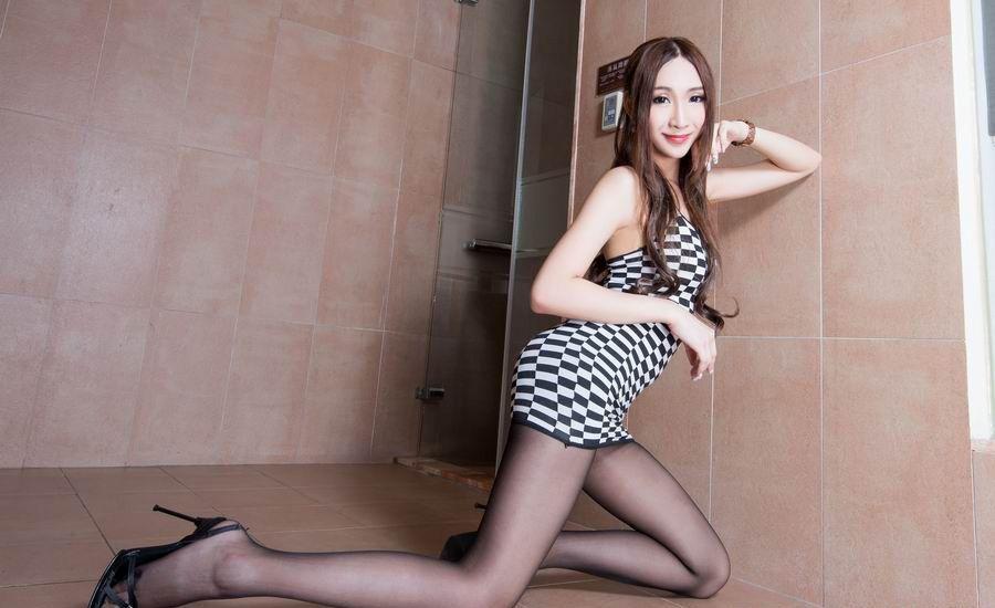 性感美女Miki酒店丝袜诱惑写真