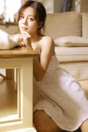 白嫩幼妻温柔目光白嫩娇躯大胸美女写真