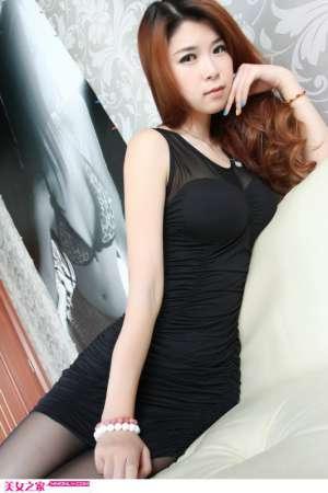 黑丝妩媚短裙美眉私房写真