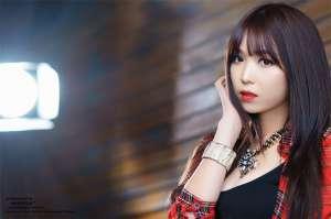 韩国美女李恩慧时尚写真秀迷人乳沟