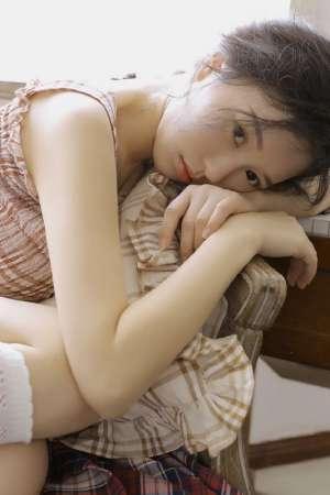 清纯美女私房乳沟大白腿性感白嫩写真