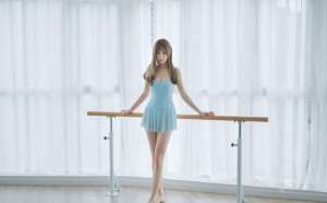 舞蹈美女御姐长腿美足惹火姿态写真