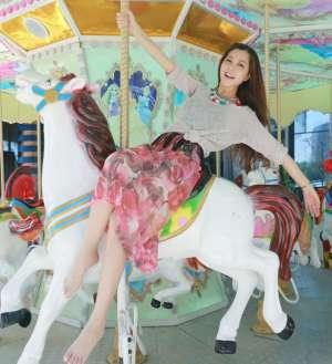 歌手朱婧甜美迷人写真