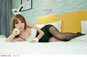 黑丝性感兔女郎酥胸诱惑写真