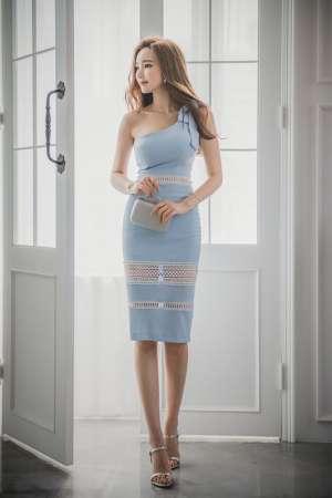 爆乳美女模特浅蓝色镂空裙优雅撩人性感人体写真