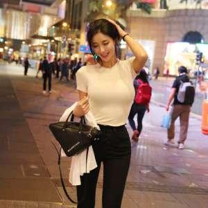 街拍极品爆乳翘臀美女性感惹火曲线写真