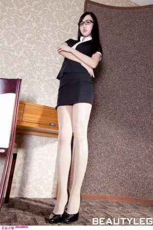 制服丝袜美女演绎办公室职业气质女性写真