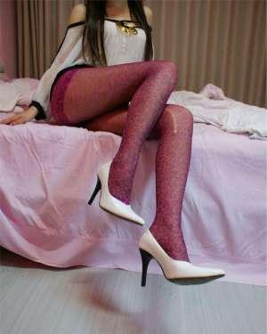 豹纹丝袜美女大秀迷人长腿