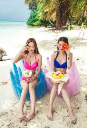 火辣美女姐妹花沙滩大胆双飞诱惑人体写真
