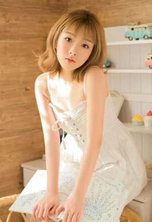 00后短发少女室内白裙美乳诱惑写真